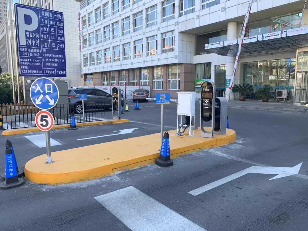 解决车位管理混乱,大连市第五人民医院选用华睿智兴智能停车管理系统!